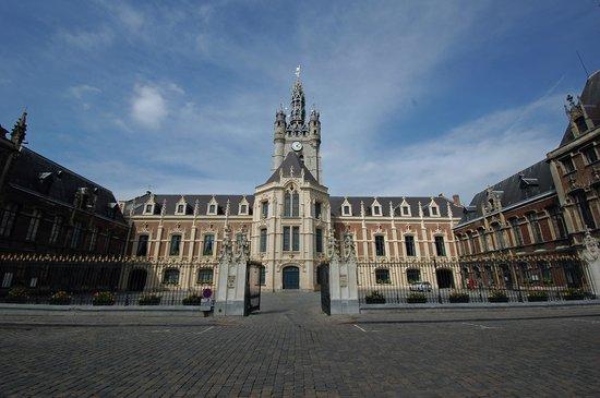 Analyse des élections municipales à Douai (Nord)